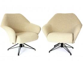 Paire de fauteuils modèle P32