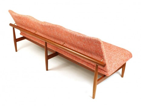 Canapé 3 places modèle 137, dit Japan