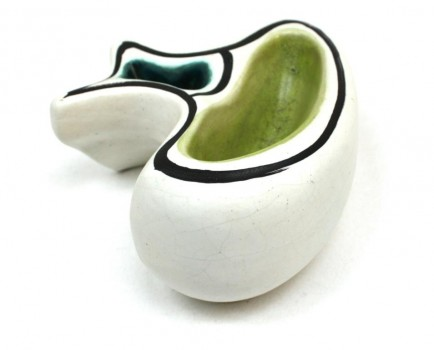 Enameled white ceramic plate