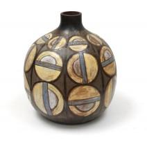 Important vase in ceramic