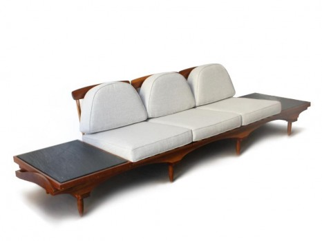 Large banquette à tablettes