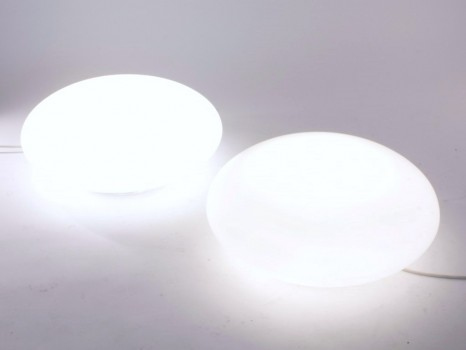 Paire de lampes modèle J10, dit lampe galet