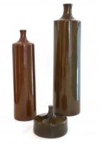 Suite de 3 bouteilles épaulées