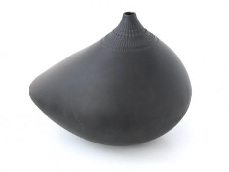 Black ceramic vase model Pollo